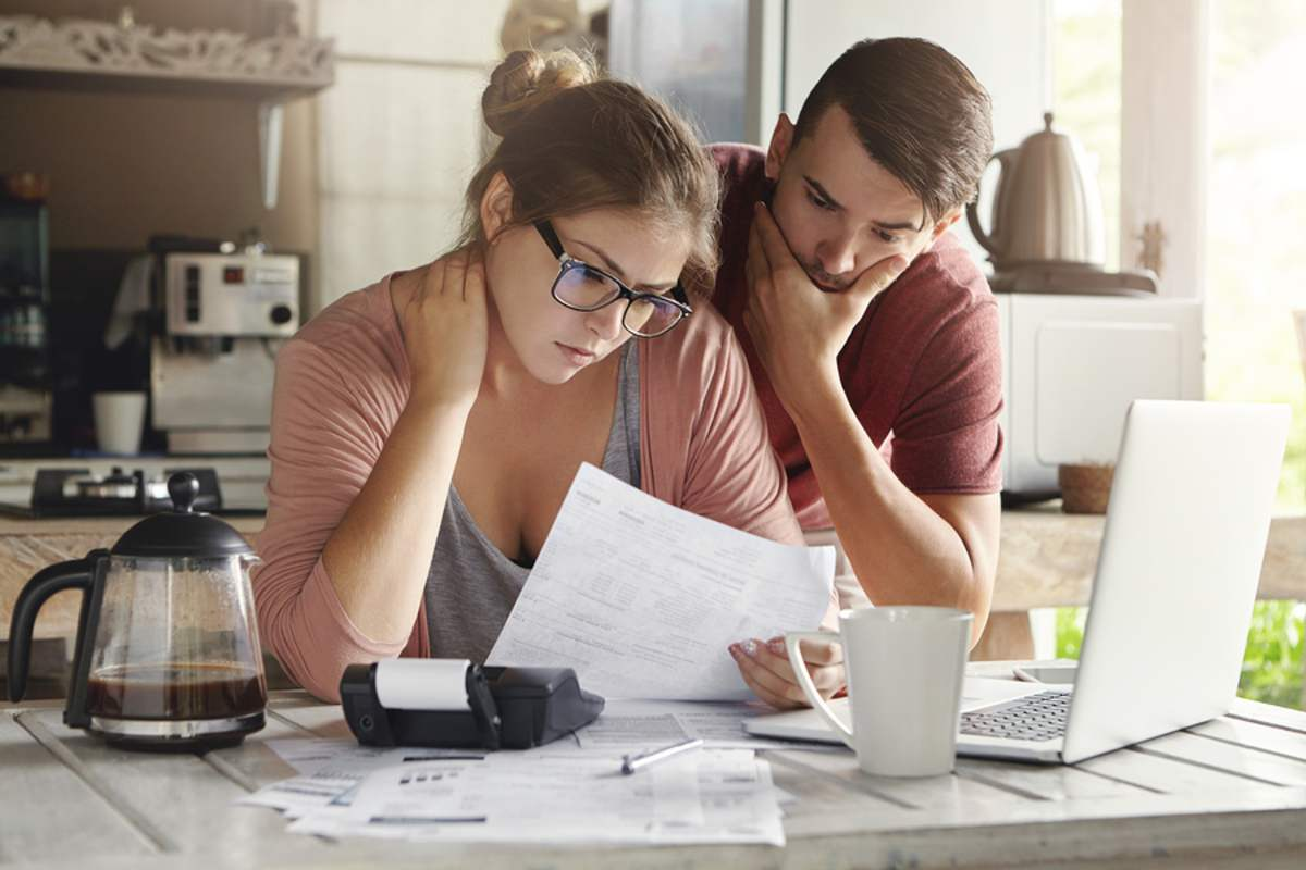 how to get out of debt in a year by creating a monthly budget